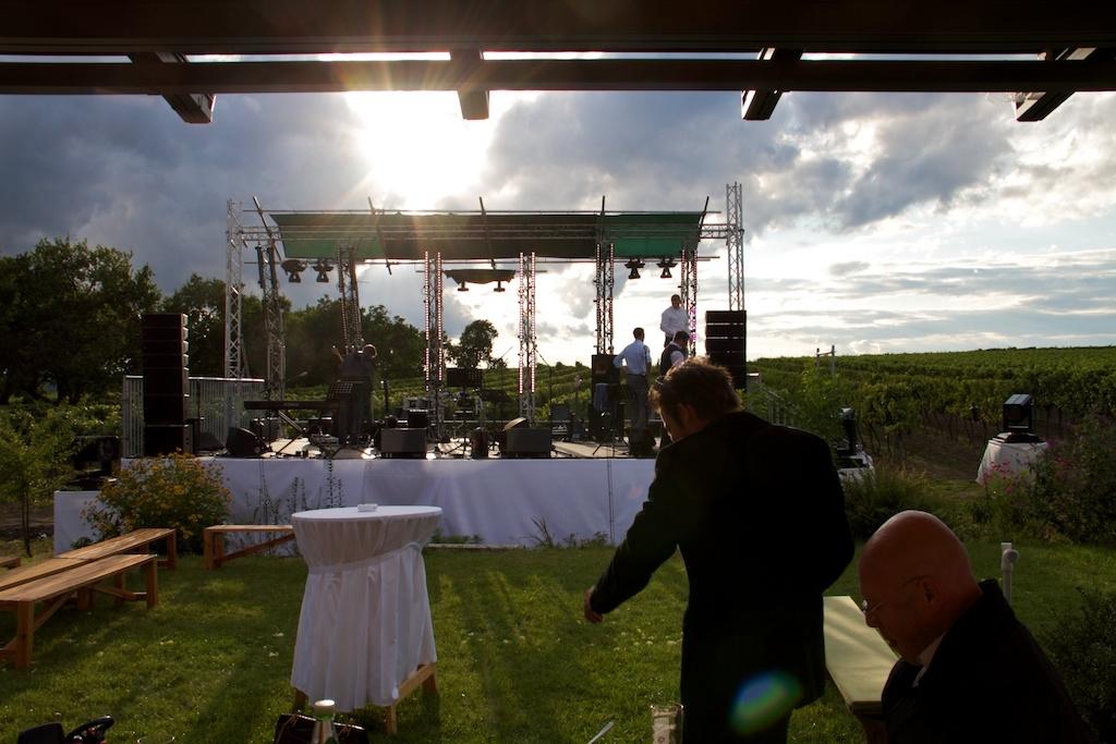 Bühne bei Hochzeit bei Pillers